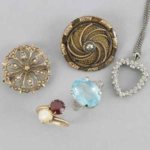 Collection of gold jewelry five pieces 14k wg diamond heart pendant and chain with single cut diamonds ca 1950 18 10k wg ring with aquamarine colored gem size 8 12 14k yg victorian mourni