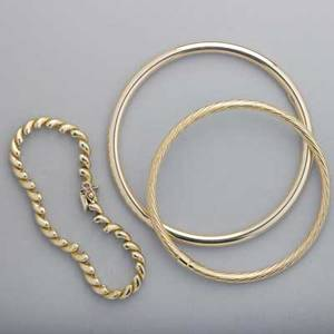Three 14k yellow gold bracelets two bangles one rolo link two are marked italy 18 dwt 281 gs link 7 bangles 2 58 and 3