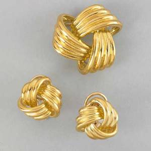 18k yellow gold knot brooch and earrings bright gold rendered in high relief 191 dwt gw 297 gs gw brooch 1 14 earrings 34