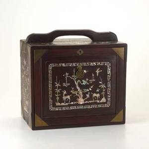 Chinese mother of pearl traveling jewlery box rosewood with motherofpearl inlay depicting woodland scenes and brass 19th20th c 13 12 x 14 x 8 34
