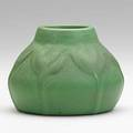 Van briggle squat vessel with crocus green and red glaze colorado springs 1906 aavan brigglecolo springs1906145 3 14 x 4 12