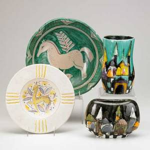 Italian art pottery four pieces 20th c two by elio schialon one signed sargenti and a charger with horse decoration tallest 7 34