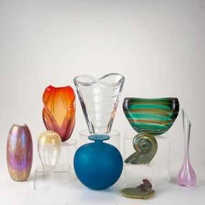 Art glass group nine pieces baccarat crystal vase floris meydamleerdam green pillow vase madina blue vase la rochere bud vase pate de verre frog on lily pad etc tallest 10 12