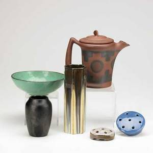 American art pottery six pieces fulper vase in tan and green gunmetal clifton indianware teapot hampshire vase in matte black conestoga bowl in teal glaze and weller and haeger flower frogs all