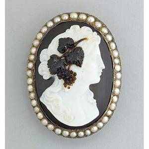 Carved hardstone cameo gold brooch ca 1880 depicts maenad framed by split pearls unmarked 167 dwt 26 gs 1 78