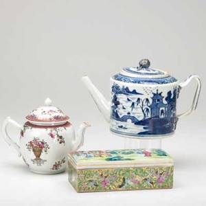 Chinese export grouping three items 19th c blue and white teapot famille rose teapot and rose mandarin covered box largest 5 12 x 9 12
