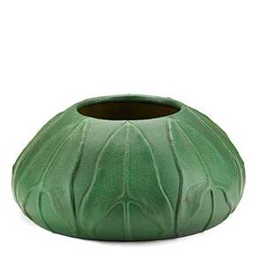 Van briggle large squat vessel with arrowroot leaves matte green glaze colorado springs co 1906 signed aavan briggle31906439 5 12 x 11 12