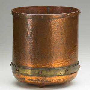 Roycroft threefooted jardiniere east aurora ny ca 1915 hammered copper brass orb and cross mark 11 x 10 14 publication american federation of the arts head heart and hand elbert hub