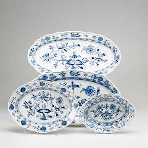 Meissen blue onion four oval platters 19th20th c crossed swords mark largest 19 x 10 38