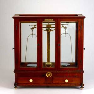 Oertling laboratory scale london 19th  20th c mahogany and brass manufacturers tag 18 12 x 18 x 9