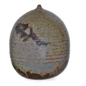 Toshiko takaezu 1922  2011 glazed stoneware moonpot with rattle clinton nj signed tt 8 12 x 6 12