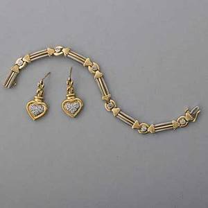 14k gold diamond bracelet and earrings ca 1995 link bracelet with six oec diamonds approx 60 ct tw wg accents 7 heartshaped earrings with diamond pave 179 dwt