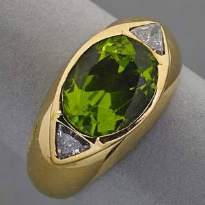 18k yellow gold peridot and diamond ring oval peridot 10 x 7 mm and two triangular diamonds approx 30 ct tw 41 dwt size 6