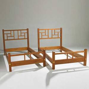 Thomas moser pair of new century china twin beds auburn me 2011 cherry and brass fittings signed and dated each 43 12 x 44 x 81
