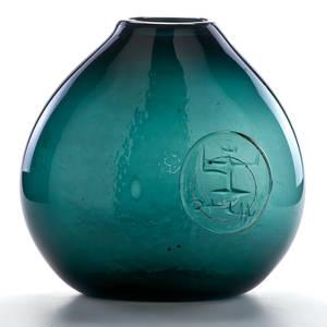 Erik hoglund attr glass vase with applied medallion sweden ca 1960s unmarked 14 x 13 x 6