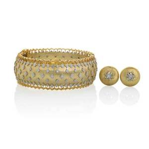 18k gold diamond jewelry in the buccellati style three pieces hinged cuff designed as lace with diamonds in white gold stars on rigato field 1 button earring with diamond centers 58 diamonds