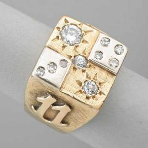 Gentlemens lucky dice diamond and gold ring 14k yellow and white gold round brilliant omc diamonds in starburst settings single cut diamond set 4 and 3 dice applied 7 and 11 on shoulders