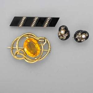 Victorian gold or gold filled jewelry four pieces shaped onyx 14k yg bar pin with split pearl bands 2 78 x 12 enameled gold knot earrings with rose cut diamonds and pearls reversably altered
