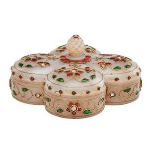 Mughal style white jade covered box quatrefoil design set with gold set foil back pastes 20th c 2 12 x 4 12