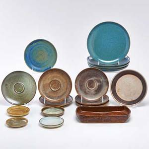 Edwin and mary scheier seventeen stoneware pieces three coasters six saucers two bread plates four salad plates and one rectangular tray usasecond half 20th c all but one marked tray 1 12