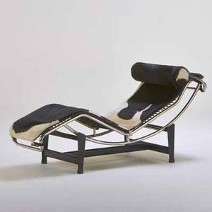 Le corbusier adjustable chaise lounge 1980s hide leather chromed and enameled steel and rubber unmarked 30 x 22 12 x 66