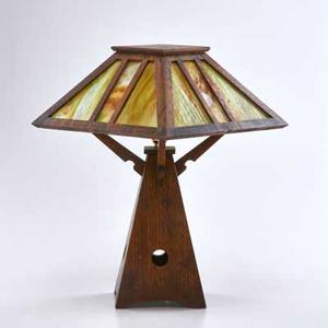 Arts and crafts quartersawn oak table lamp with pyramidal base and shade with green and brown slag glass panels ca 1915 unmarked 20 14 x 13 34 sq