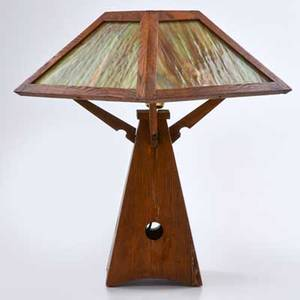 Arts and crafts quartersawn oak table lamp with pyramidal base and shade with green and brown slag glass panels ca 1915 unmarked 20 x 13 34 sq