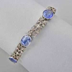 Late victorian sapphire and diamond bracelet six oval faceted blue sapphires approx 15 cts tw in millgrained bezels joined by leafy links set with rose cut diamonds silvertopped gold 6 12 1