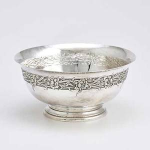 Je caldwell  co sterling center bowl spothammered with incised chrysanthemum band by graff washbourne  dunn first half 20th c 4 12 x 9 314 dia 245 ot
