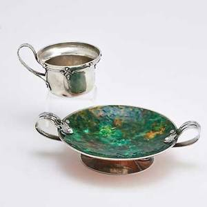 Arts and crafts silver ca 1910 silver mounted and enameled copper dish mottled green and colorless contra enamel rose with pierced and hammered loop handles having melon shaped rivets and chrysop