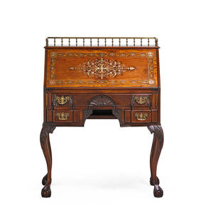 Rj horner chippendale style slant front desk mahogany and mother of pearl inlay with gallery top and cabriole leg on ball and claw feet 20th c rj horner label 42 12 x 32 x 20