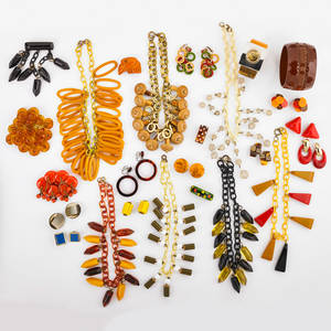 Bakelite celluloid and similar jewelry thirtyfive pieces seven celluloid link and fringe necklaces include bakelite bamboo chinese carved crystal beads etc three large fringe brooches nine p