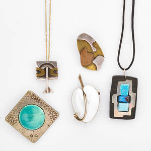 Five pieces of studio jewelry and 18k gold chain plantagenet handmade pewter brooch with pottery jewel 1 58 mixed media pendant and mixed metal brooch unmarked volmer bahner denmark enameled