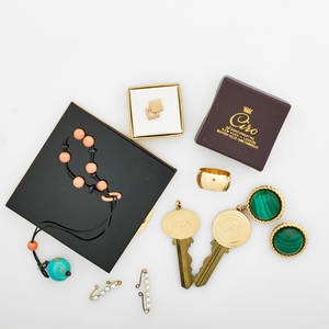 Assorted gold and non gold jewelry and accessories ten pieces two 14k gold cased keys 14k gold wedding band 14k gold malachite earrings two gf pearl doublers swank metal tie tack metal compac