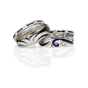 Four recent 18k white gold diamond enamel rings scroll motif dark blue enameled ring with two associated linear enameled guards convex black enameled ring diamond set fan design melee approx 35