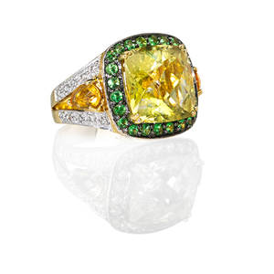 Multi gemset 18k yellow gold ring cushion shaped faceted light yellow citrine with green garnet surround flanked by pear shaped citrines within diamond wg shoulders ca 2000 marked 18k 750 si