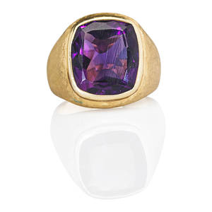 Gentlemans amethyst 14k yellow gold ring cushion shaped faceted amethyst approx 117 cts by formula in bright bezel setting on florentine ground ca 1965 marked 14k size 9 12 109 dwt