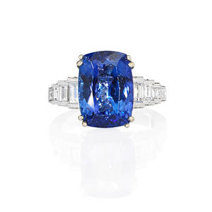 Tanzanite and diamond 18k white gold ring cushion cut purplishblue tanzanite 1328 x 955 x 586 mm 576 cts by formula stepped baguette cut diamond shoulders with rbc diamond sides 110 cts