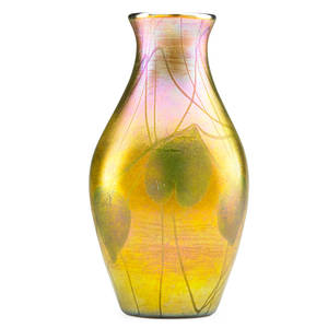 Tiffany studios large gold favrile glass vase with heart and vine pattern new york 1916 etched 5549k lc tiffany favrile 11 34 x 6