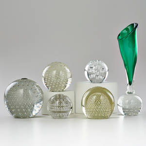 Murano five hand blown glass paperweights with controlled bubble decoration together with cased glass and controlled bubble vase midlate 20th c unmarked vase 11 12 x 3