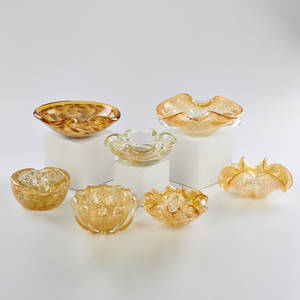 Murano seven hand blown glass bowls with encased goldfoil decoration some with controlled bubbles late 20th c none marked tallest 2 34 x 5 12