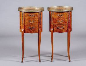 PAIR PF LOUIS XV STYLE MARQUETRY INLAID PETIT COMMODES