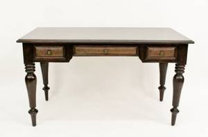 Bernhardt Plantation Style Mahogany Desk