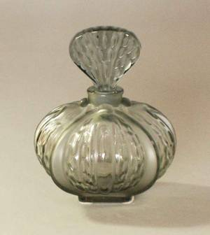 30 LALIQUE MOLDED AND TINTED CRYSTAL PERFUME BOTTLE