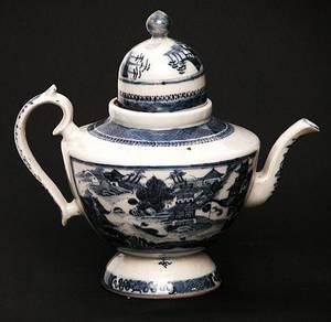 52 19C Blue  White Porcelain Tea Pot Canton