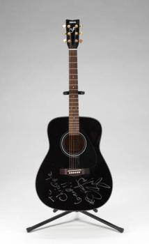 BRUCE SPRINGSTEEN PLAYED AND SIGNED GUITAR