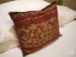 A BUTTONTUFTED SILK UPHOLSTERED QUEENSIZED BED D
