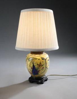 ASIAN PORCELAIN VASE MOUNTED AS A LAMP