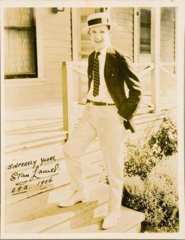 STAN LAUREL SIGNED PHOTOGRAPH FROM 1926