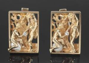 A PAIR OF DIAMOND AND FRESHWATER PEARL CUFFLINKS MOUNTED IN 14K YELLOW GOLD BY AGATES